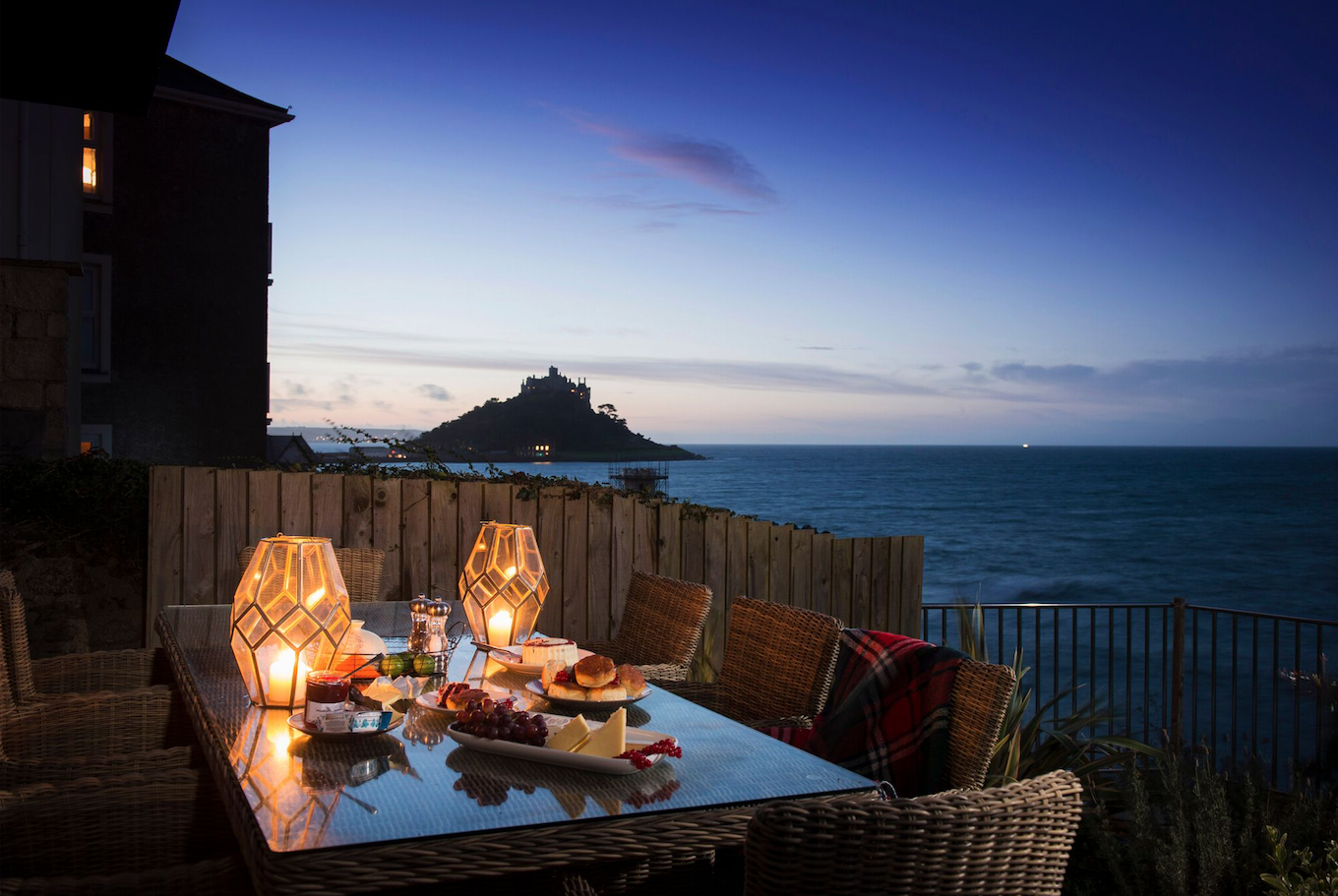Outdoor design must-haves for summer nights